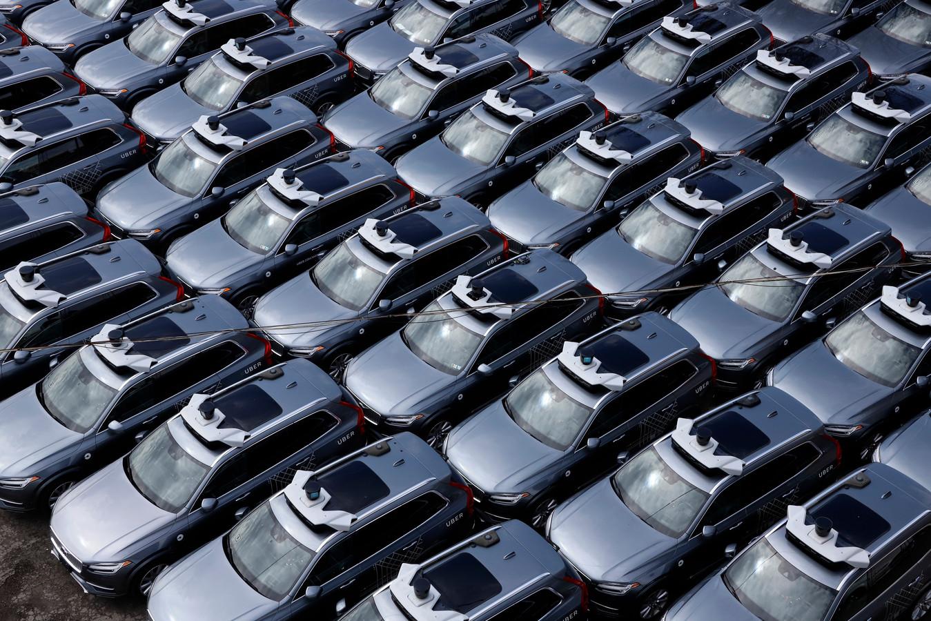 Zelfrijdende Volvo's van Uber bij het ontwikkelingscentrum van het taxibedrijf in de Amerikaanse stad Pittsburgh. Archiefbeeld.