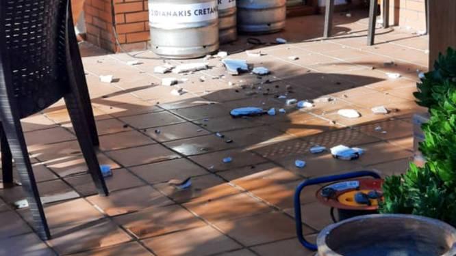Ad lag met Cora op een strandbed op Kreta, toen er een aardbeving kwam: 'Alsof een bom ontplofte!'
