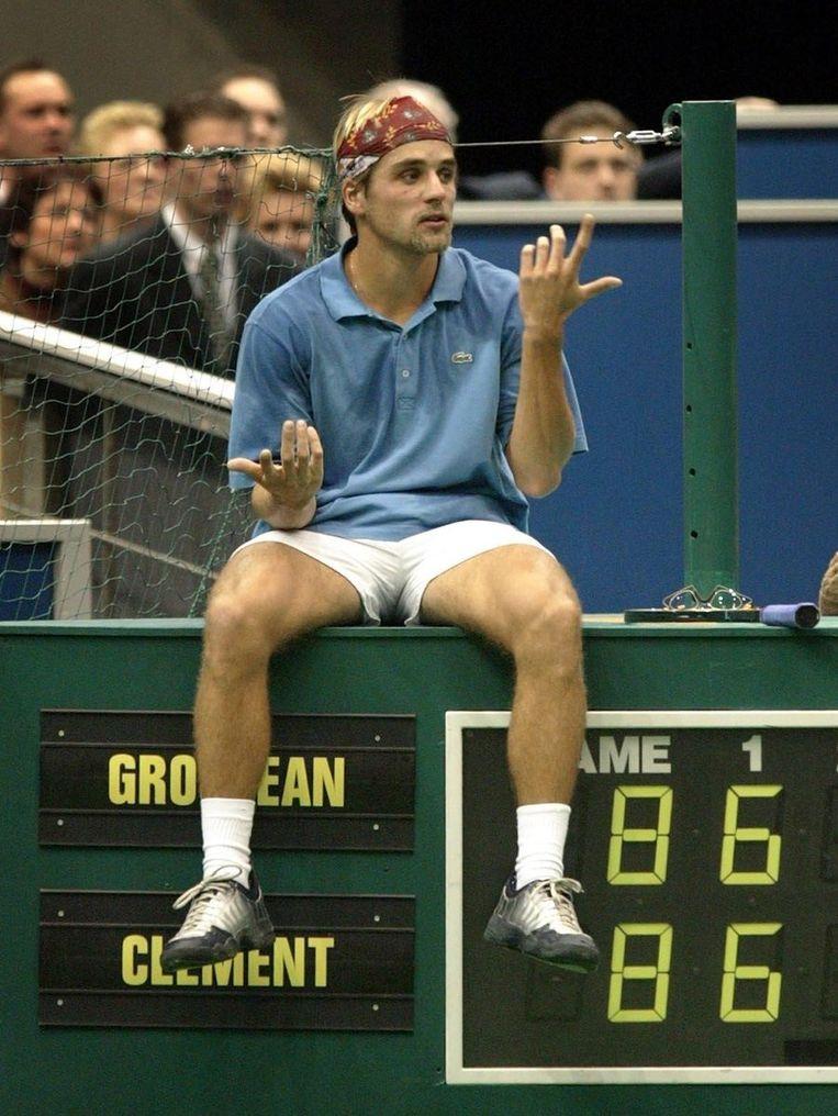 De Fransman Arnaud Clement in 2002 in discussie met de umpire tijdens een kwartfinale in Rotterdam. Beeld anp