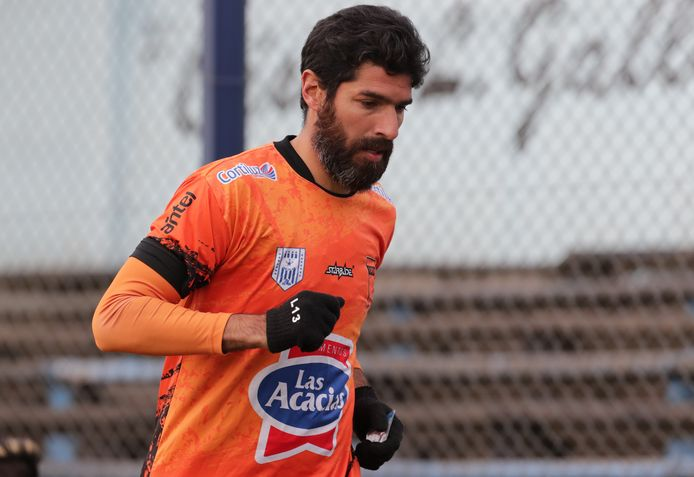 Sebastián Abreu in actie tijdens zijn laatste wedstrijd voor Sud América.