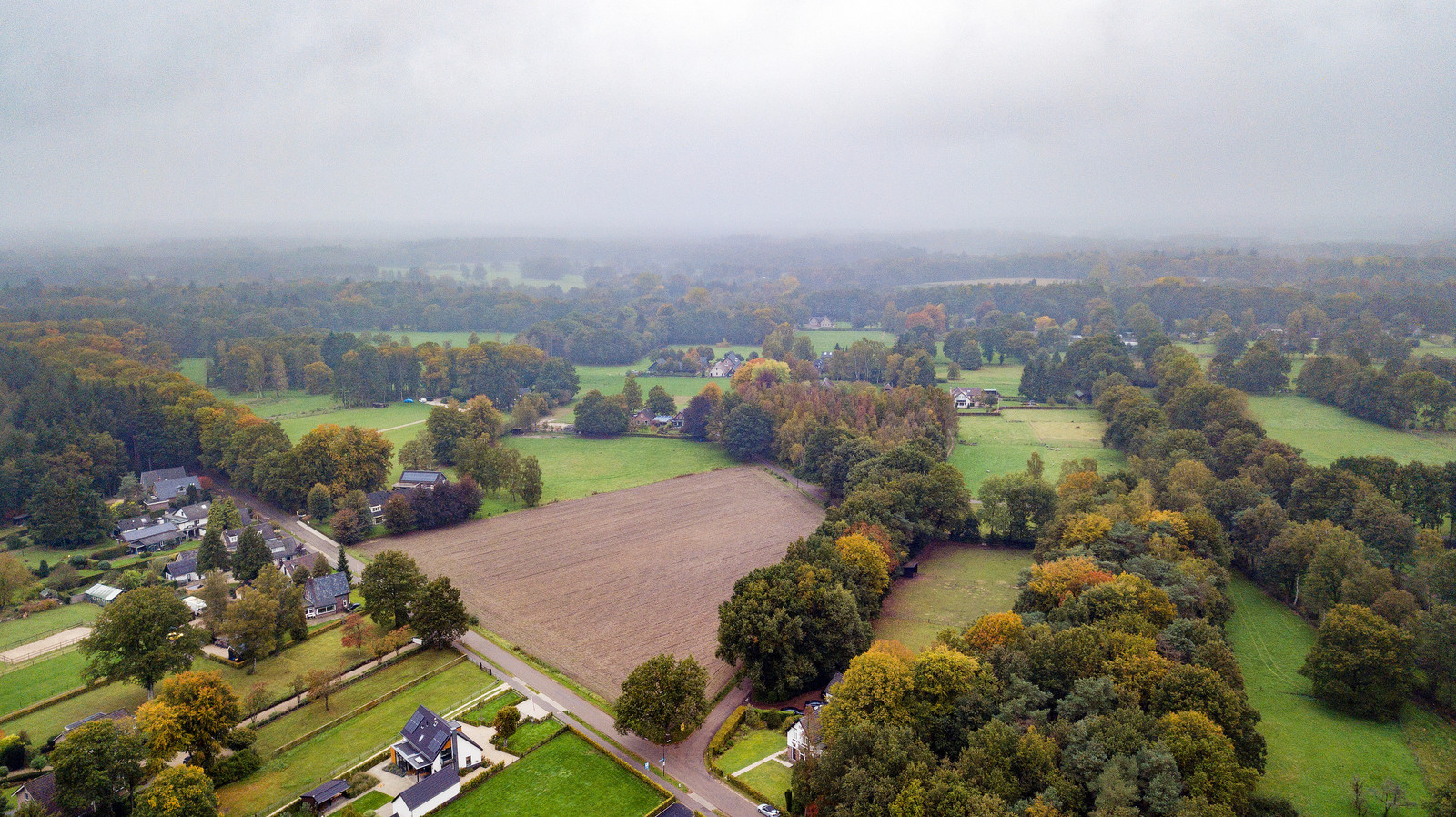 Het stiltegebied van Wiesel, met centraal onderin op de foto de hoek Wieselseweg-Wieselse Enkweg.