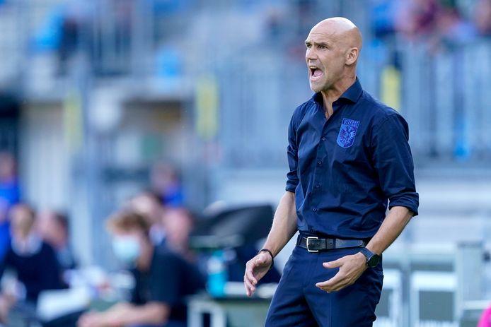 Thomas Letsch heeft positief getest op corona. De trainer van Vitesse moet de komende tijd in quarantaine.