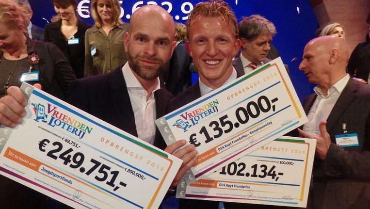 Ook oud-schaatser Erben Wennemars (l) en voetballer Dirk Kuyt komen geld ophalen voor hun stichting dan wel foundation Beeld Schuim