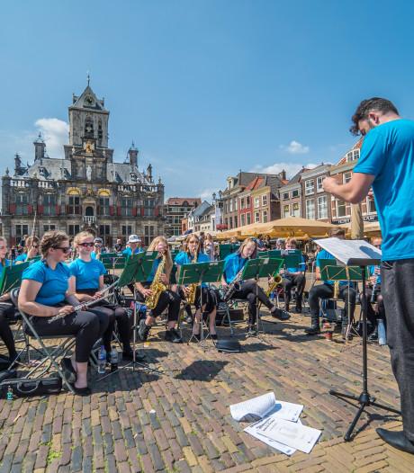Engelse bigband zet Delftse markt op z'n kop met klassieke muziek