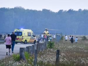 Scooterrijder met traumahelikopter naar ziekenhuis na val door prikkeldraad op Twente Airport