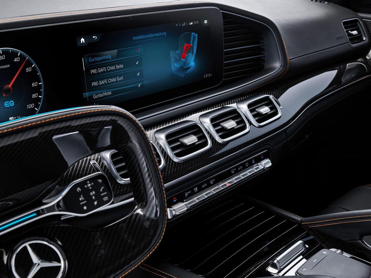 Op het centrale beeldscherm ziet de bestuurder of het zitje goed bevestigd is en alle veiligheidsfuncties werken.
