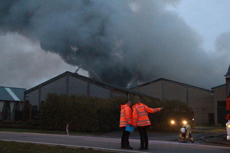 De brand ging gepaard met een hevige rookpluim.