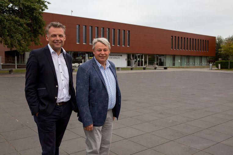 Burgemeester Steve Vandenberghe (sp.a) en voorzitter Eddy Gryson bij het centrum.
