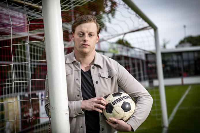 Bram Nijhuis speelt zondag met RSC de derby bij UD Weerselo, volgende week wacht het duel tegen z'n oude club VV Oldenzaal.