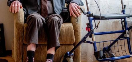 Getrouwde doktersassistente (54) raakt baan kwijt door 'relatie' met patiënt (85) met doodswens