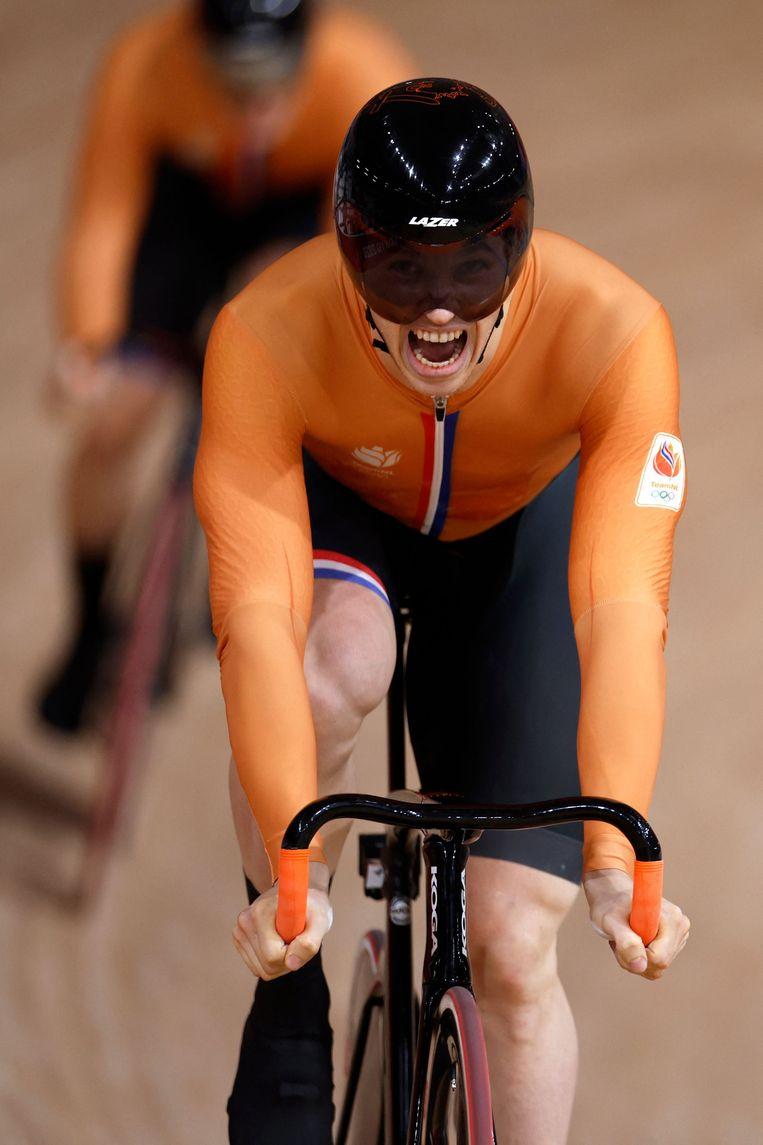 Harry Lavreysen schreeuwt het uit, na de winst in de finale sprint, hij is de nieuwe 'baankoning'.   Beeld AFP