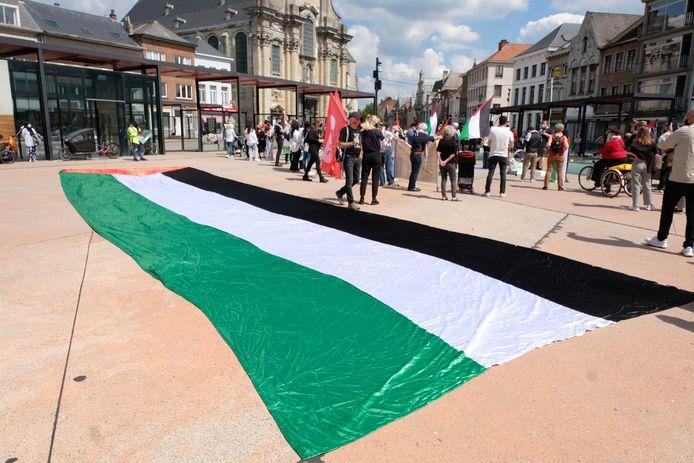 Comac, RedFox, Intal en andere Mechelse middenveldorganisaties organiseerden een solidariteitsactie voor het Palestijnse volk op de Veemarkt.