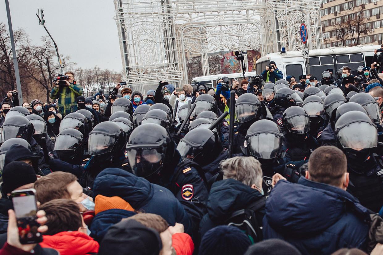 Politie en demonstranten raken slaags in hoofdstad Moskou. Beeld Getty Images