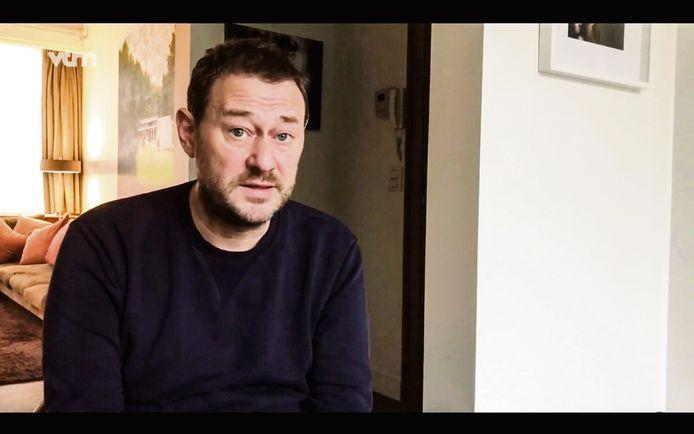 Beeld uit de video waarin Bart De Pauw uitlegt dat de VRT de samenwerking met hem stopzet na klachten over grensoverschrijdend gedrag.