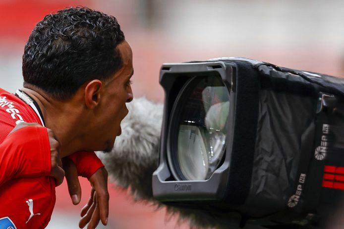 Mohamed Ihattaren roept in de camera van ESPN dat niemand hem kapot krijgt.