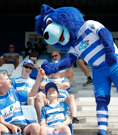 Duizend supporters zien PEC Zwolle doelpunten maken, deze keer niét voor de tv: 'Het is een begin'