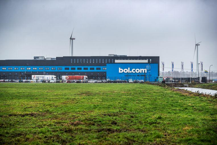 Het distributiecentrum van bol.com, zo'n 8 voetbalvelden groot, ligt in Waalwijk.  Beeld Jiri Büller