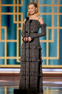 Margot Robbie a opté pour un look champêtre avec cette robe à fleurs Chanel.