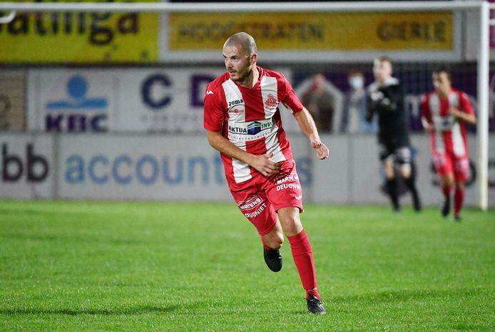 Na passages bij onder meer Zwarte Leeuw, Berchem, Duffel en Hoogstraten zegt Dimitri Hairemans het nationale voetbal vaarwel.