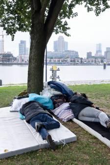 Kamer wil opvang voor dakloze EU-migranten: 'Zo ga je toch niet met mensen om?'