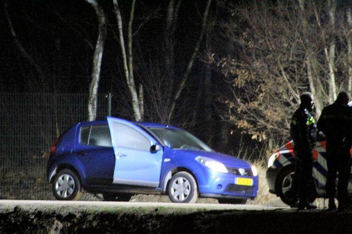 De auto van Paul den B., nabij de plek waar Sven in het water terechtkwam op 18 december 2019 in Ubbena.