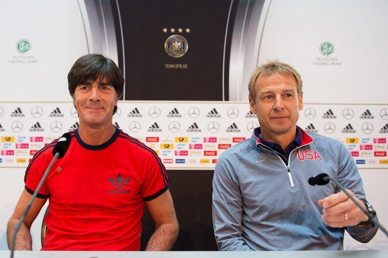 Links de huidige Duitse bondscoach Joachim Löw, rechts zijn voorganger Jürgen Klinsmann, tegenwoordig in dienst van de Verenigde Staten. Beeld null