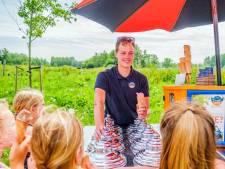 Jules (24) rijdt heel Gouda en omstreken af om ijsjes te verkopen: 'Soms sta ik uren op dezelfde plek'