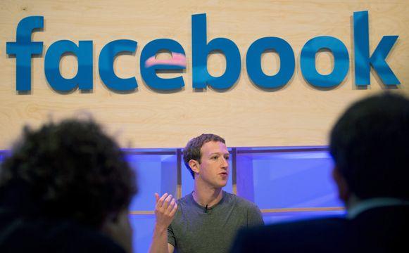 Als een rechter in een EU-land Facebook opdraagt een hatelijke of beledigende boodschap over iemand te verwijderen, moet het bedrijf ook overeenstemmende posts van andere gebruikers ontoegankelijk maken op zijn netwerk.