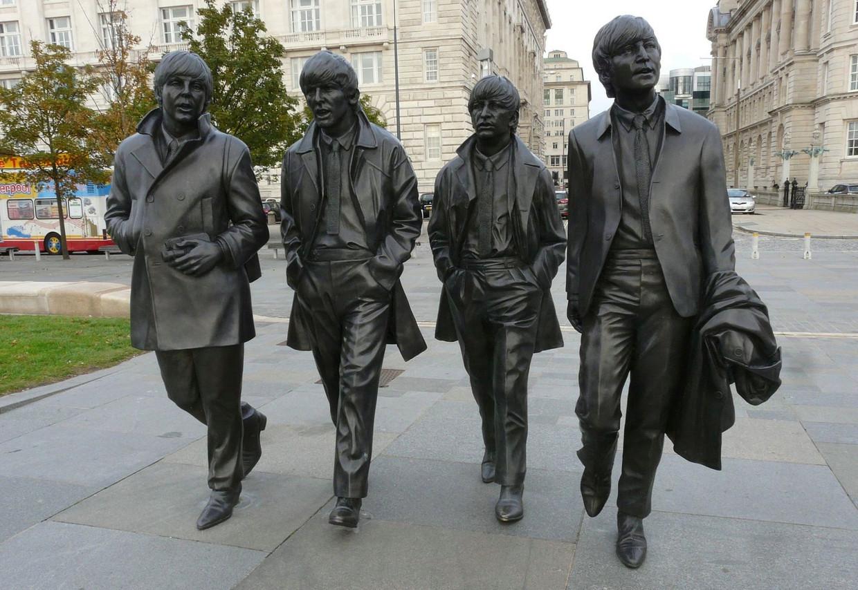 Beeldengroep van The Beatles aan Pier Head in Liverpool. Beeld © rv