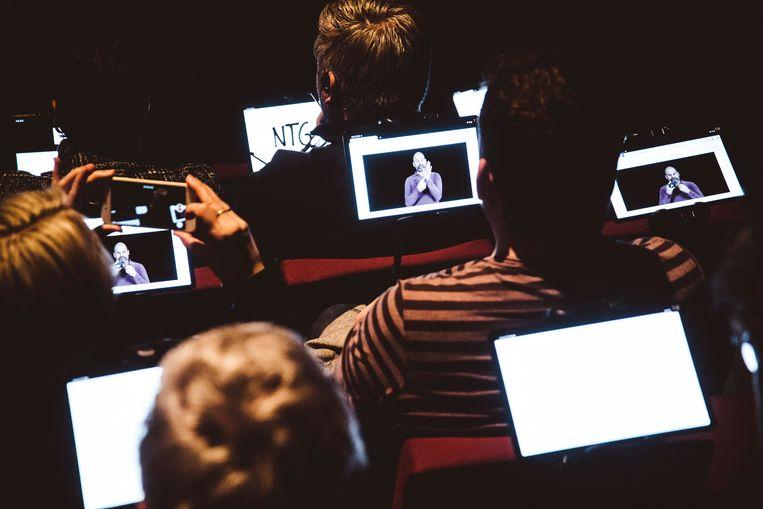 Het theatertabletproject van NTGent mikt op meer integrale toegankelijkheid voor bezoekers met een auditieve of visuele beperking. Beeld Francis Vanhee