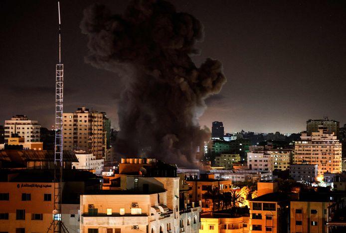 Rookwolken boven Gaza-stad