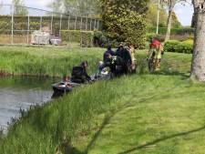 Wandelaar gewond bij val van dijk in Sprang-Capelle, hulpdiensten kunnen hem alleen met bootje bereiken