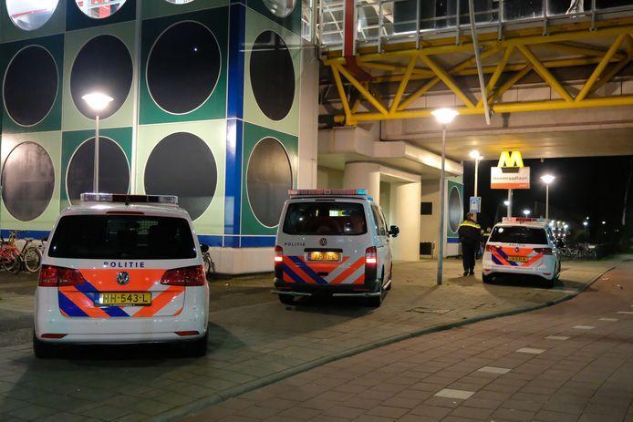 Bij de steekpartij op 15 februari bij metrostation Heemraadlaan in Spijkenisse raakte een 17-jarige jongen levensgevaarlijk gewond.