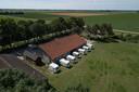 De caravans op het terrein van Brenda Berghorst waar deze zomer arbeidsmigranten verbleven zonder toestemming van de gemeente.