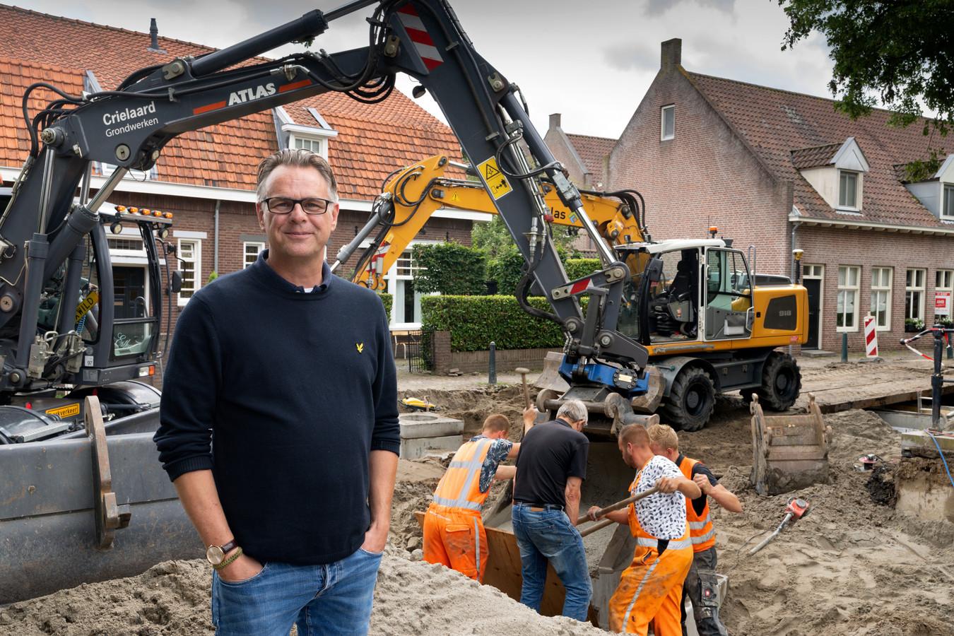 Pim Peters stoort zich al jaren aan de verkeerssituatie op de Demer in Heusden.