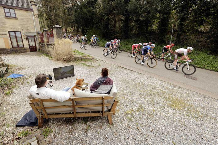 Het peloton onderweg in de Amstel Gold Race.