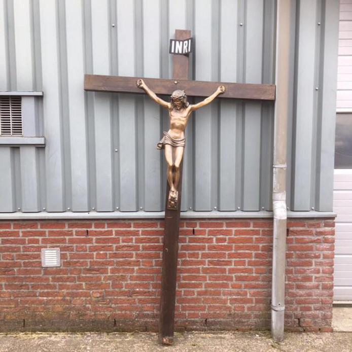 Christusbeeld. Aangetroffen in Dongen, vermist in Hoogerheide.