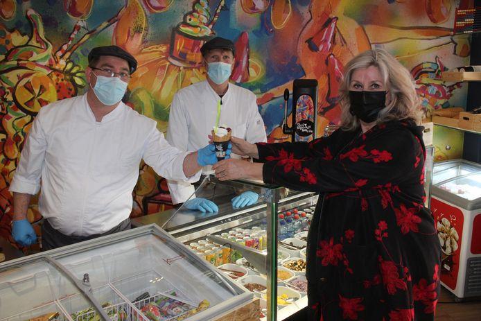 Kunstenaar Hilde Barbier kwam een ijsje proeven, en haar werk bekijken in Soft Republic Ramblas.