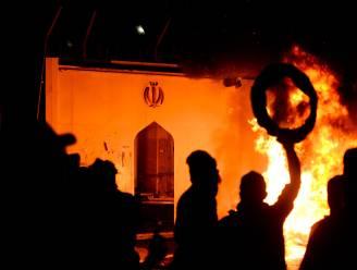 Iraakse manifestanten steken Iraans consulaat in brand