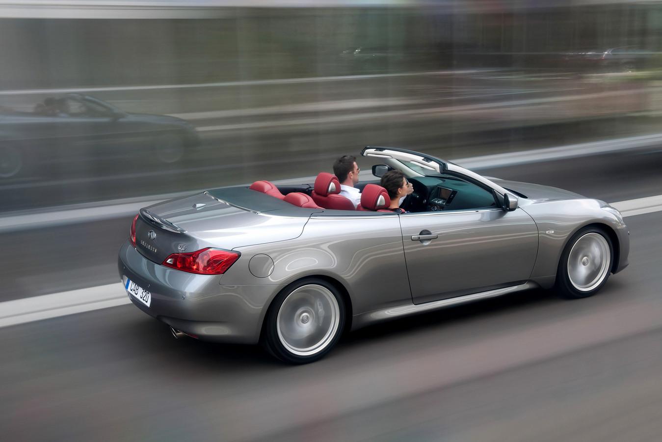 Hij biedt net zo veel verwennerij als een BMW 3-Serie of Audi A5 cabriolet, maar is een stuk specialer: de Infiniti G37