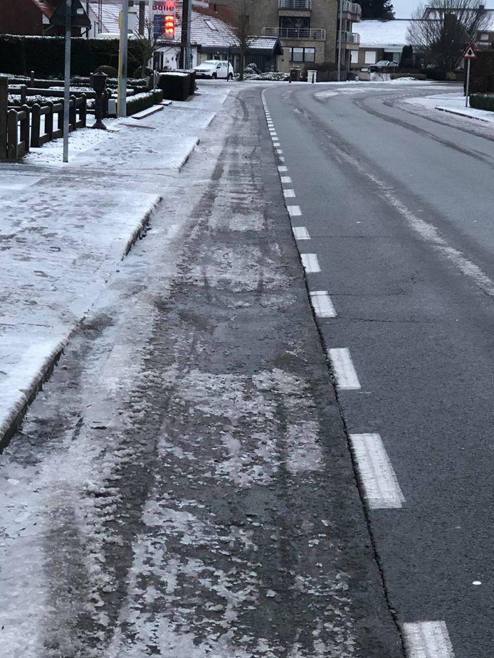 Vlaams Belang meent dat er op de fietspaden in Kachtem niet gestrooid werd, wat schepen Caroline Maertens ontkent.
