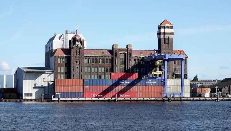 De oude meelfabriek aan het Noordzeekanaal Beeld Berlinda van Dam