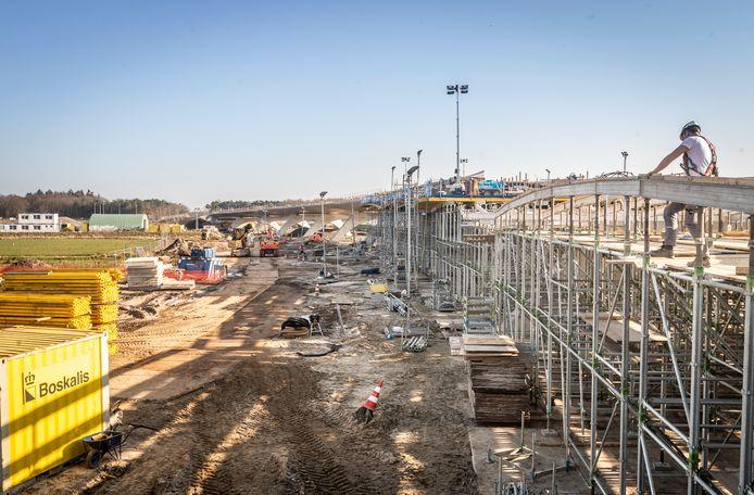 Foto 3: Beekdalbrug de Keersop in Valkenswaard is voor de helft klaar.