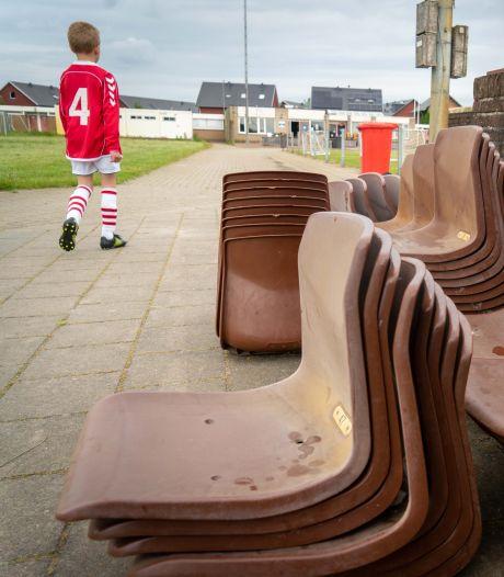 Tribunestoeltjes Gelderse voetbalclub in trek bij fans FC Twente: 'Dit had ik echt niet verwacht'