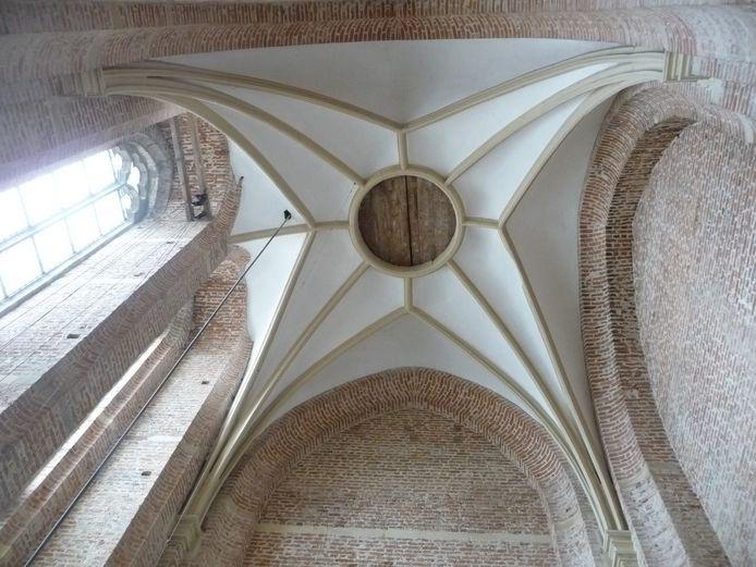 Door dit luik zijn de klokken uit de toren van de Sint-Maartenskerk te halen.