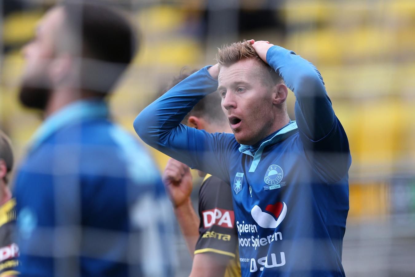 Mike van Duinen, die hier op de foto baalt na een gemiste kans van Excelsior tegen Roda JC, heeft met PEC Zwolle al een persoonlijk akkoord bereikt.