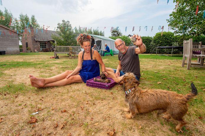 Anne Verkleij en Wilfred Ernste stellen hun tuin en tent beschikbaar voor minder bedeelde mensen.