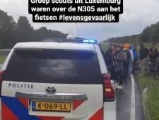 Politie Zeewolde haalt fietsende Luxemburgse scouts van de provinciale weg: 'Levensgevaarlijk'