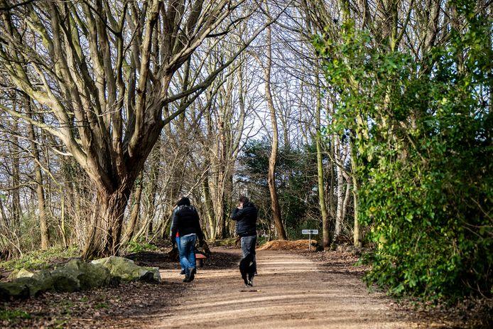 Prinsenbos in Naaldwijk. Mensen zoeken meer de natuur op tijdens de lockdown.