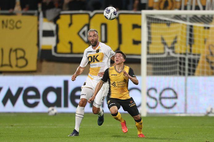Ralf Seuntjens in actie tegen Roda JC.